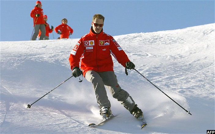 ere chumacher skis in the winter resort of adonna di ampiglio in northern taly on anuary 11 2005