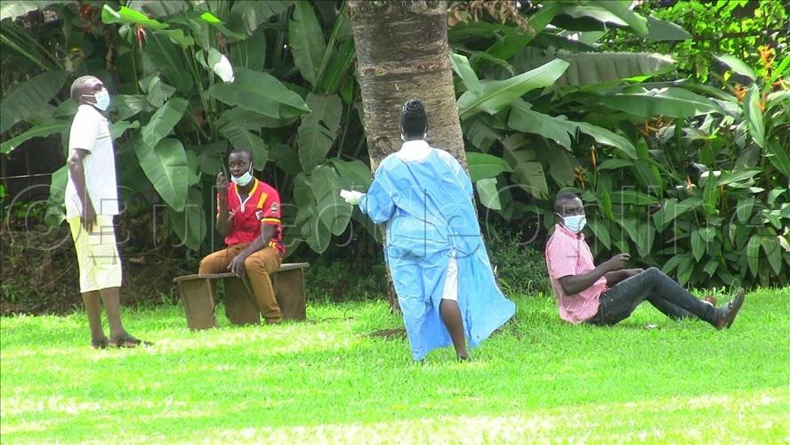 musawo ngakuuma abasajja okuli ddereeva wekimotoka ato eyasangiddwa ngalina  19 nabalala ababiri be yabadde nabo