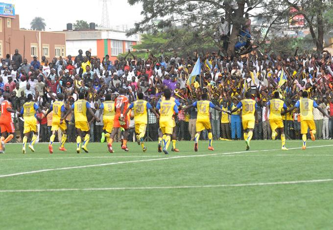 players salute their adoring fans after thrashing rivals  illa at ugogo hoto by ichael subuga