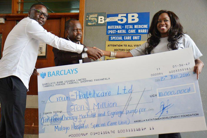 ngella atatumba hands over a cheque to ulago hospital staff for the ulago affe project