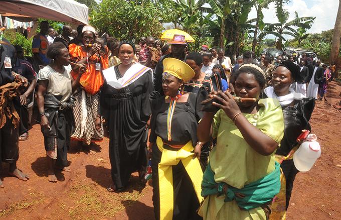 senga ulanama in yellow hat arriving for the ceremony hoto by onald iirya