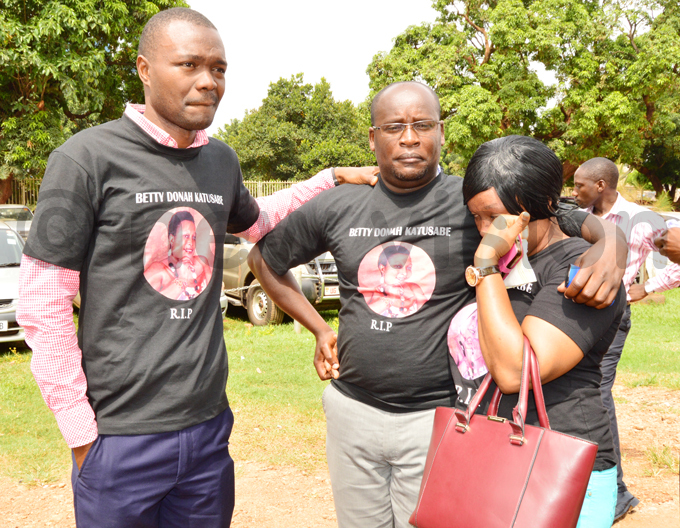 elatives of the late etty onah atusabe donning shirts in her memory outside igh ourt early this year hoto by hamim aad