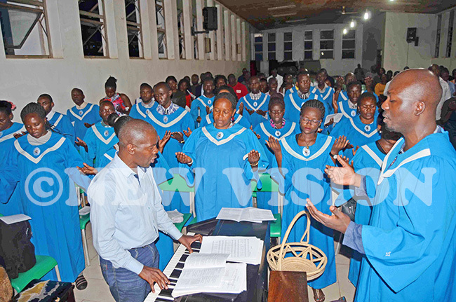 he vangelical choir in action during the memorial mass