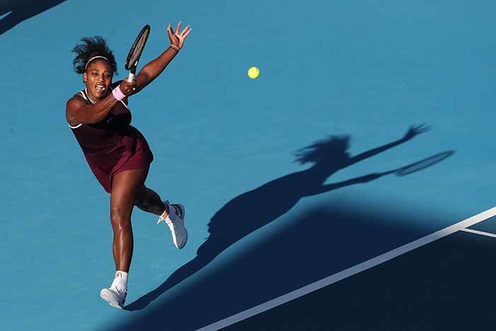 erena illiams of the  hits a return against essica egula of the  during their womens singles final match during the uckland lassic tennis tournament in uckland on anuary 12 2020 hoto by