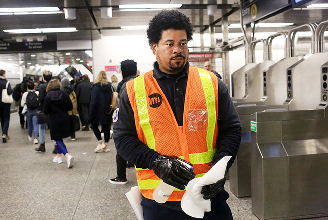 cleaning staff disinfect the 86th t  train station on arch 4 2020 in ew ork ity ix people have been diagnosed with novel coronavirus in the metro ew ork area including one community spread infection   ana askovaetty mages