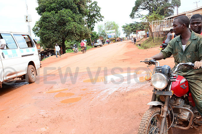 any of the roads in usabala have port holes hotos by imothy urugi
