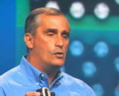 intel20ceo20brian20krzanich20shows20wearable20computing20prorotypes20at20idf202013500