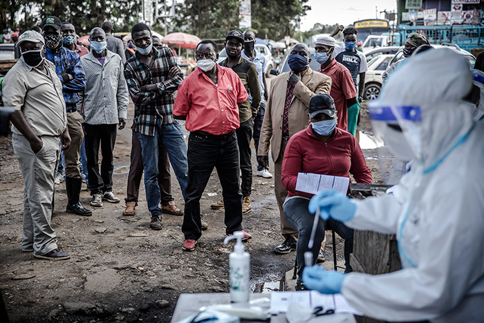 eople queue while waiting their turn to be tested during the 19 coronavirus mass testing exercise inducted by enyas inistry of ealth in the awangware slums of airobi enya on ay 1 2020