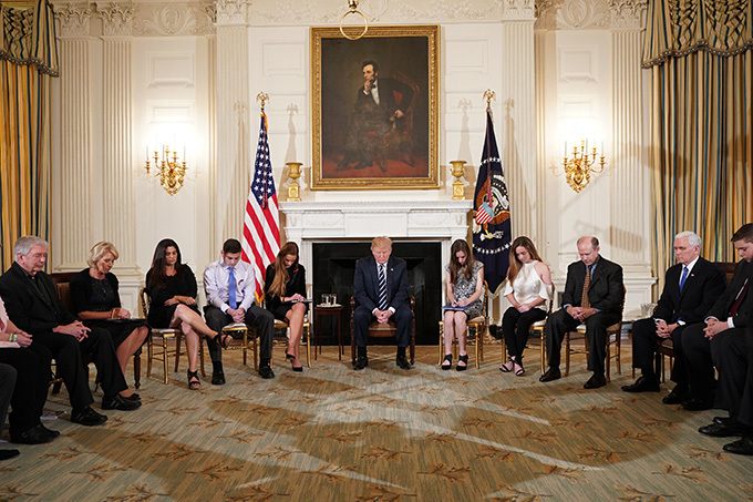 resident onald rump takes part in a listening session on gun violence with teachers and students in the tate ining oom of the hite ouse on ebruary 21 2018 rump vows strong background checks as he met with school shooting survivors     andel