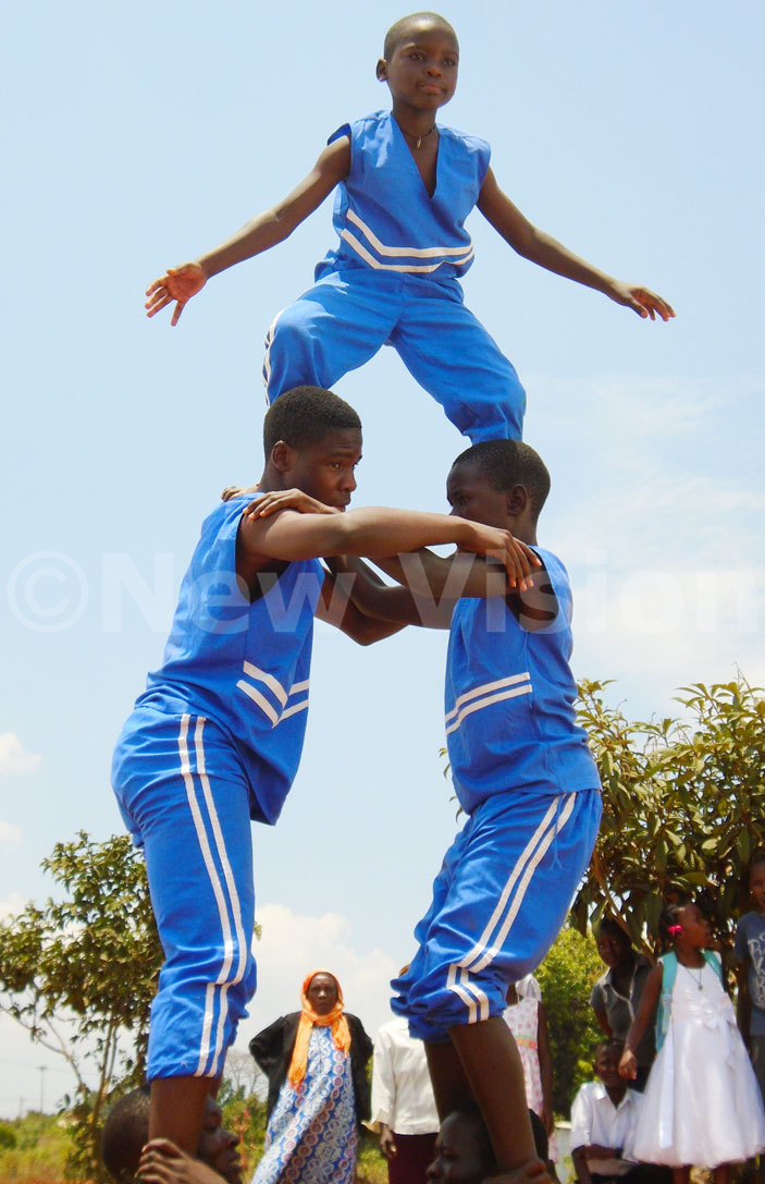 isada acrobats in action