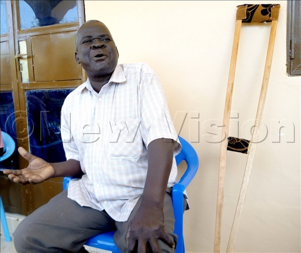 Arua Central Division MP Wadri Kasiano Ezati addressing the media on Saturday at his home. Photo By Robert Ariaka