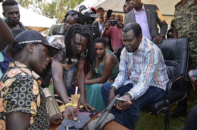 yadondo ast ghetto youth leader mos alekule centre with deputy  ustine babazi showing ayanja some of their creations hoto by ulius enyimba