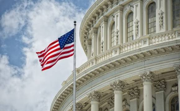 Expat Americans given one-year business tax reprieve