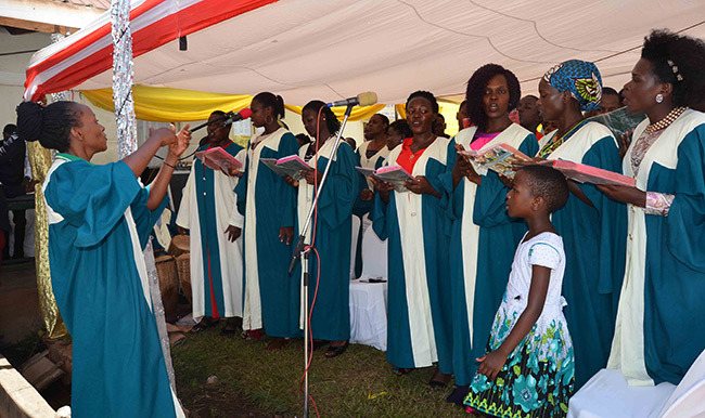 he choir of engoisenyi atholic parish singing during mass