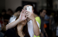 Apple blames external damage for flaming China iPhones