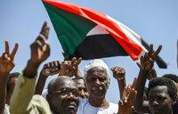Sudan protesters tear down roadblocks, want army to resume talks