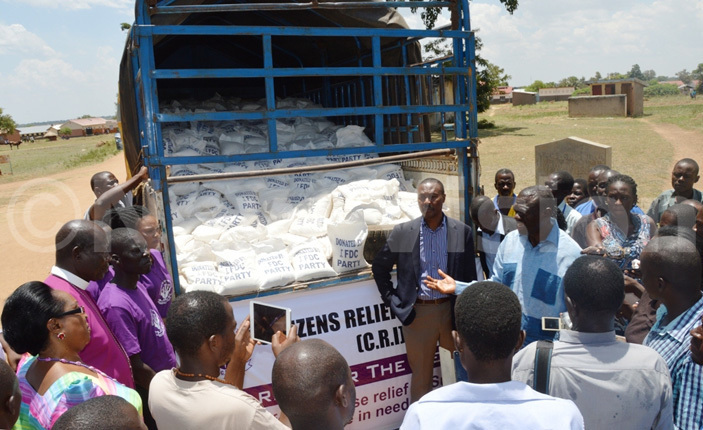 esigye addresses the people before handing over food relief