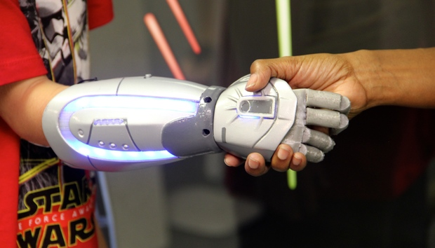 star-wars-bionic-hand