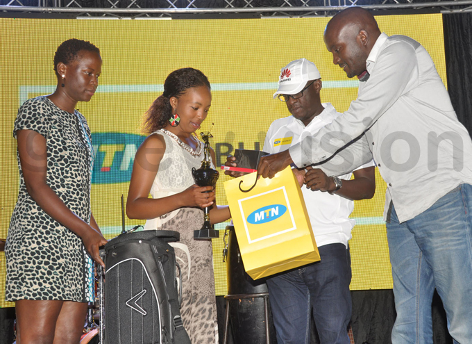 ilver category third runnerup gnes yakio 2nd receives her prizes from astle ites uliana sentamu and s eggie afeero 2nd  hoto by ichael subuga