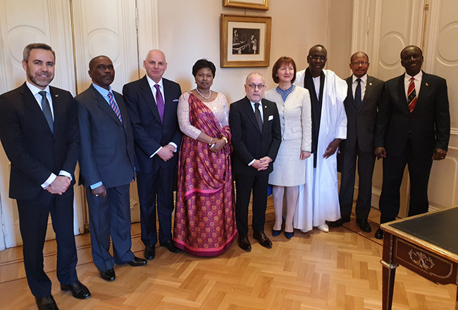 mbassador ull  atende and the other newly accredited mbassadors  ongo yprus uyana ithuania auritania wanda and an arino to the epublic of rgentina with  orge aurie inister of oreign ffairs and orship of rgentina on bilateral cooperation between rgentina and the respective countries
