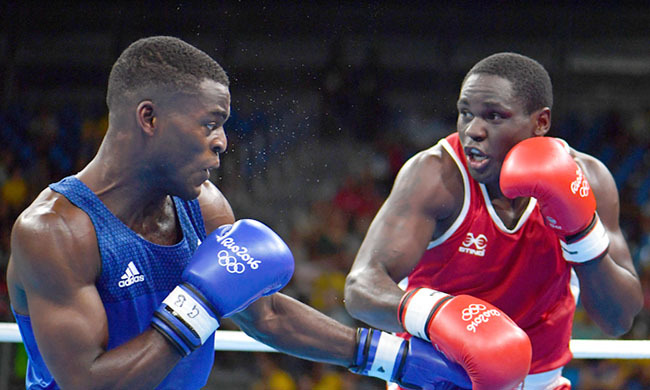 reat ritains oshua uatsi  fights gandas ennedy atende during the ens ight eavy 81kg boxing match at the io 2016 lympic ames  hoto