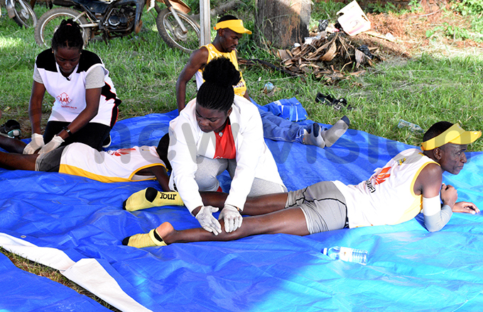 edics massaging participants after the run hoto by ohnson ere