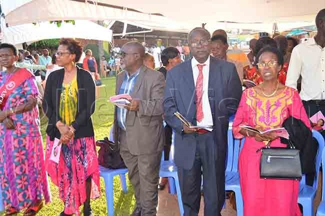 rof arsis kabwegyere second right with other guests during the function hoto by athias azinga