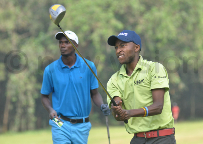 incent yamukama watches the flight of his ball during the second round hoto by ichael subuga
