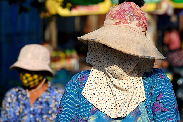 omen wear face masks amid concerns over a spread of the 19 coronavirus at a market in hnom enh on arch 26 2020 hoto by   othy