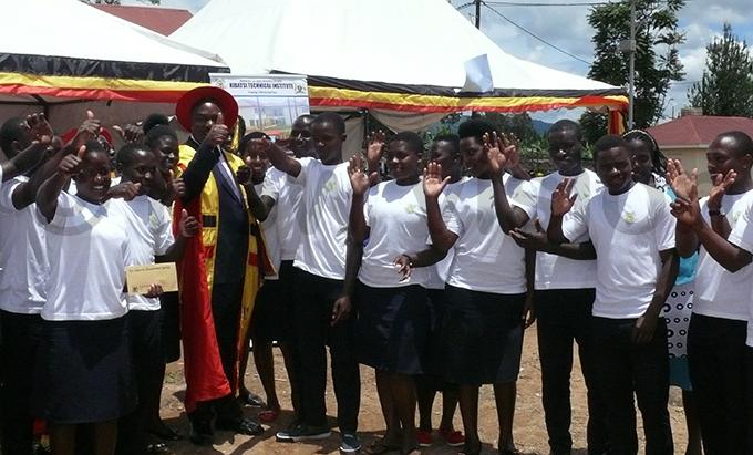 heema unicipality  lioda umwesigye with the institutes choir hoto by aleb ahikaho