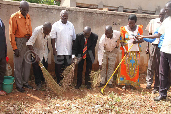 ira  ilton dongo enter launches school cleaning programme at oke rimary chool after he visited the school and found it with poor hygiene