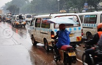 Heavy rain paralyses traffic