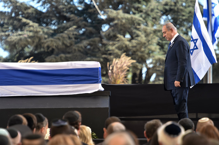 sraeli rime inister enjamin etanyahu pauses before the coffin of former sraeli president and rime inister himon eres during his funeral on eptember 30 2016 at erusalems ount erzl national cemetery  hoto  icholas amm