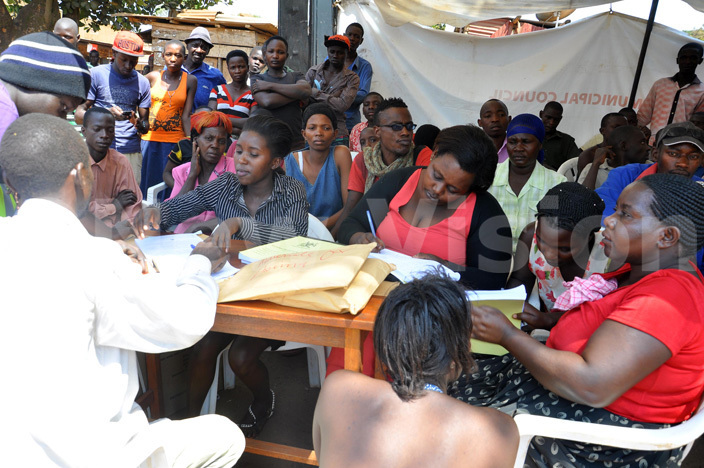 ome of the people who turned up for  counselling and testing at iryatete slum in oima district