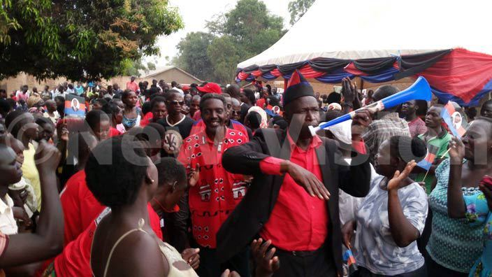 kena accorded a heros welcome during campaigns