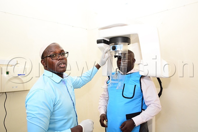 r uhammad babali a lecturer at the department of dentistry akerere niversity demonstrates how the xray machine operates at the college of health sciences on ednesday ovember 20 2019 hoto by imothy urungi