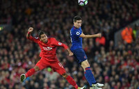 United brace for Liverpool crunch, Chelsea eye recovery