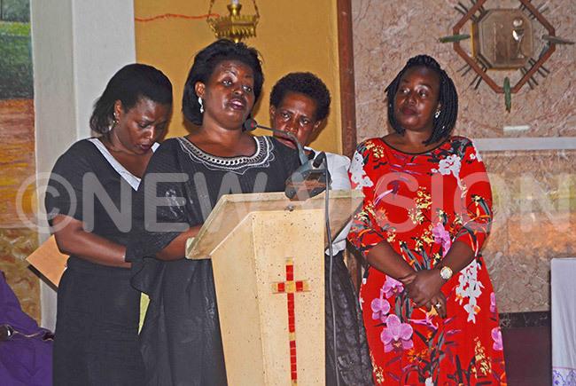 ophie damulira wife of the late t ol harles damulira  eulogizing her husband during the requiem mass at ur ady of frica atholic hurch buya
