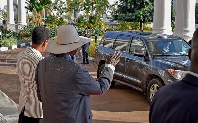 resident useveni and his wife anet useveni wave to the sraeli rime inister enjamin etanyahu and his wife ara etanyahu after their visit at tate house ntebbe on 03 ebruary 2020 hey were here for a one day official visit hoto by iriam amutebi
