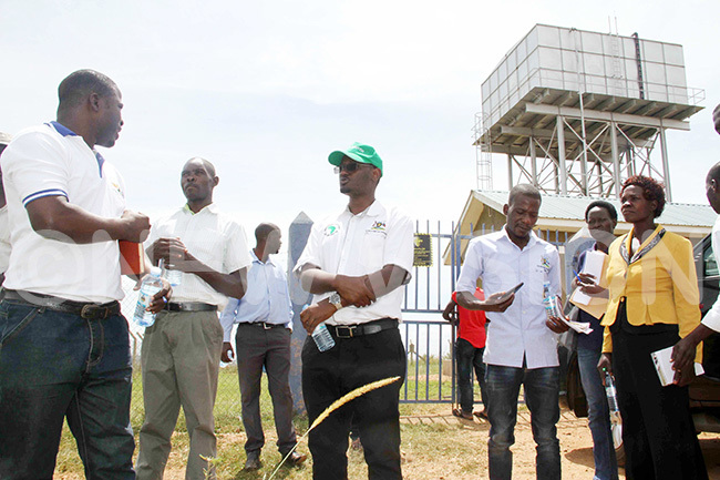 fficials from inistry of ater and nvironment ustrian evelopment gency and iryandongo ettlement camp