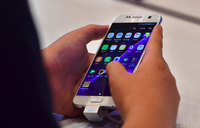Smartphone market seeing steady growth, as bigger screens rule