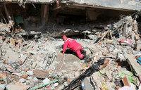 Rescuers battle to reach Nepal quake victims