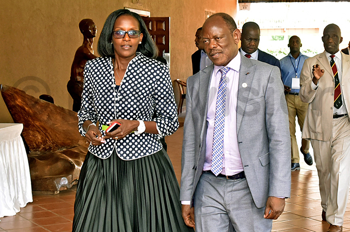 niversity ouncil chairperson orna agara left and vice chancellor rof arnabas awangwe have failed to appear before arliaments education committee
