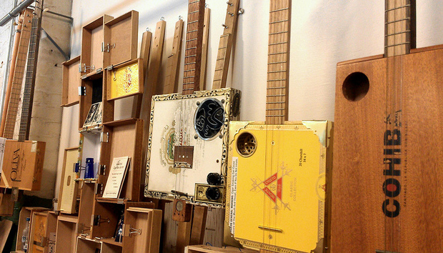 cigar-box-guitars-for-phil-smith-write-up-theseafarer