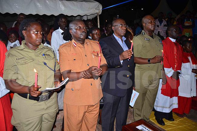 ecurity officers hiona abaami ilton tiyo en akahamura and fande oses afeero during prayers at the grotto of  t onzaga onza t  runo serunkuuma and t onsiano gondwe at amugongo atholic artyrs hrine