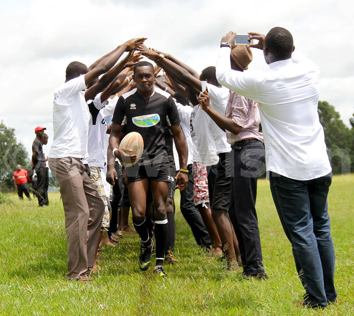 amilyango tudents form a guard of honour for their team as it gets to the pitch to battle ololo amilyango won 1611