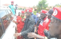 Police battles Bobi Wine supporters in Bugembe town council