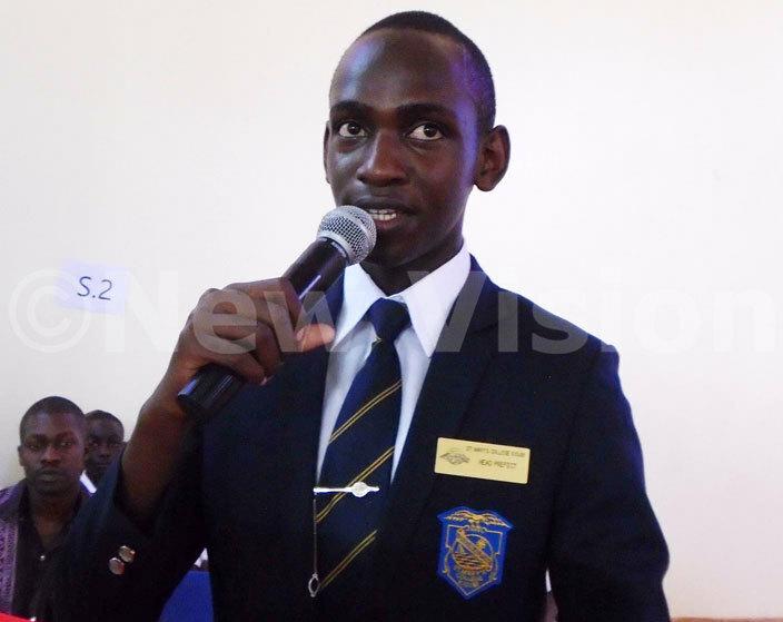 he head boy of mack ichael kea delivers his speech