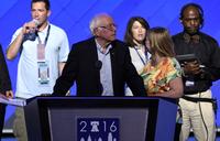 Sanders blasts Trump, urges vote for Clinton