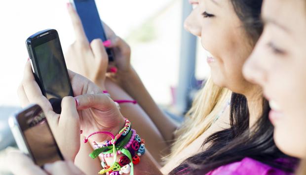smartphoneskidsmobiledevices100613743orig